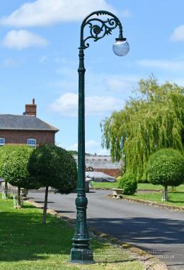 3.1m Verdirgis Green Victorian Globe Cast Iron Lamp Post