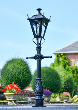Black Dorchester Miniature Lamp Post in Situ