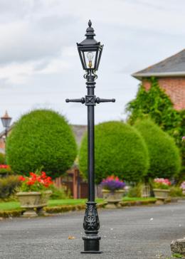 Kensington Lamp Post Set in Situ