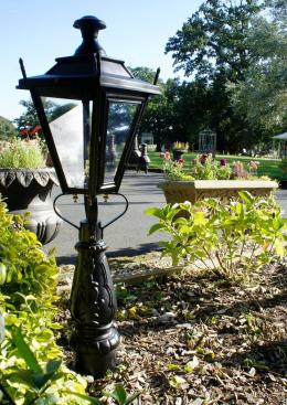 Dorchester traditional design flower bed light
