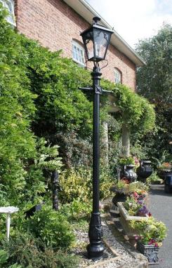 Medium Gothic Lantern with Lamp Post