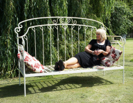 Period Garden Day Bed