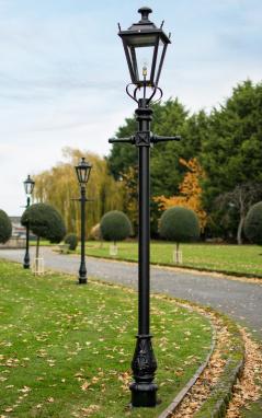 Traditional Black Garden Lamp Post