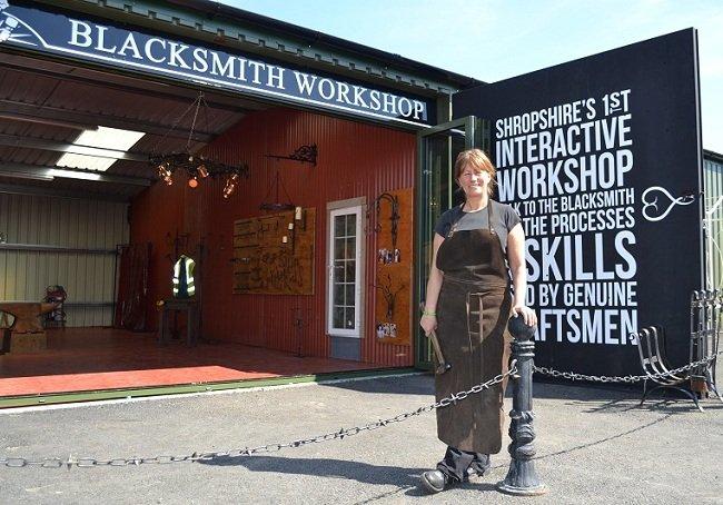 Annie Blacksmith English Lamp Posts