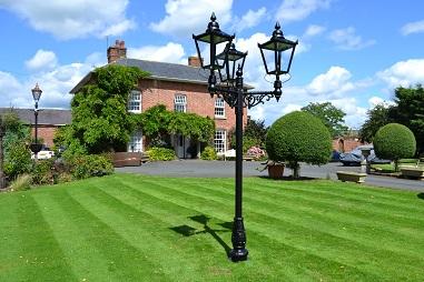Deluxe 3M Victorian Triple Lamp Post