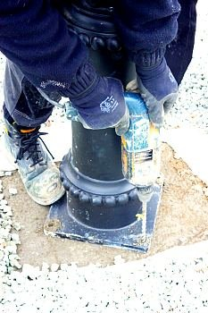 how to install a lamp post base