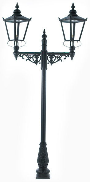 double heade lamp post with lanterns