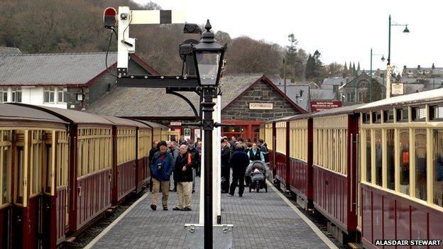 historic railway lighting