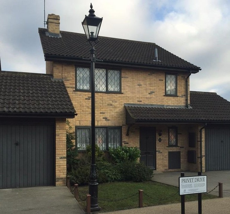 privet drive lamp post set